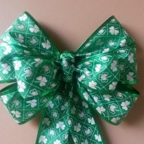 Green Bow with White Shamrocks